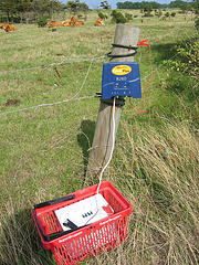 Electric fence powered by 12V car battery